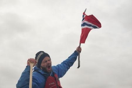 Første nordmann: Det var et følelsesladet øyeblikk å nå havet etter 3200 kilometer og 52 dager på elva. Jeg var fantastisk stolt, spesielt over mine ekspedisjonspartnere, som viser at også ferskinger kan nå sine drømmer og mål. Foto: Peter Gupta