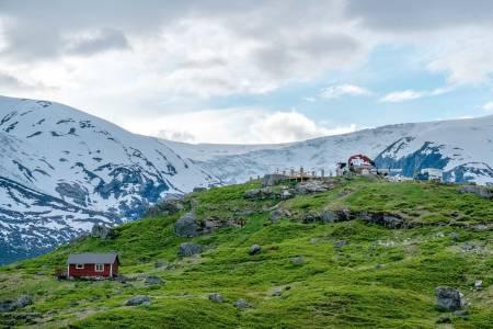 TUNGESTØLEN: «The finest ice scenery in Europe», sa William Cecil Slingsby om Austerdalsbreen. Denne sommeren åpner nye Tungestølen, innerst i Veitastrond. Foto: Vegard Aasen