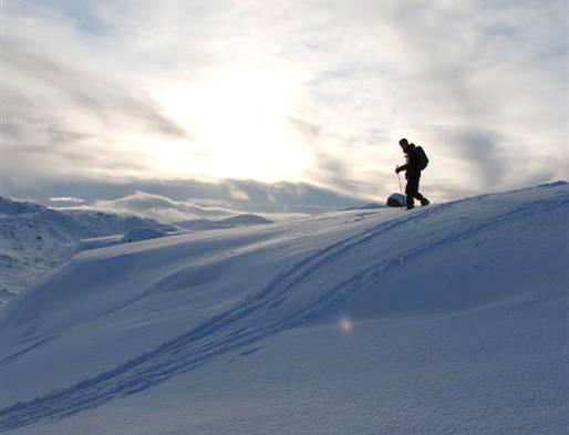 hallingskeid: Lav sol og tidlig snø på Hallingskeid. November har ofte overraskende mye snø.