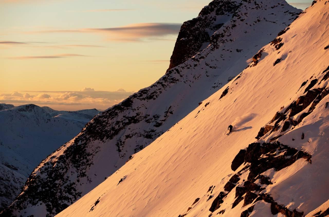 SOLSIDEN: De lange turene i Sunndal gjør at du burde være tidlig ute for å rekke både opp og ned tidlig på vinteren før sola forsvinner. Foto: Kristoffer Kippernes