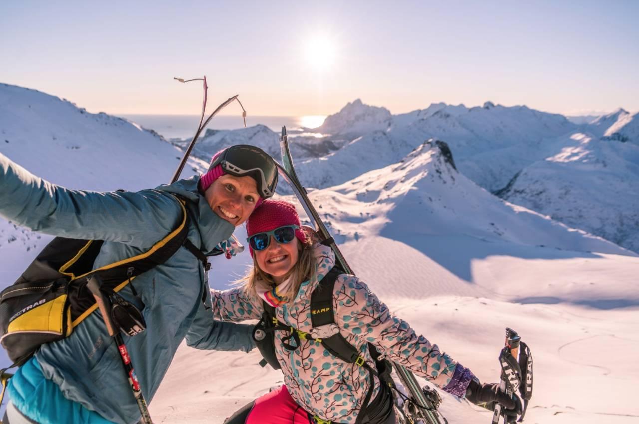 RANDO-RENN 2020: Bildet er fra da franske Laetitia Roux og Martina Valmassoi inspiserte forholdene i forkant av Lofoten Skimo i 2019. Foto: Martina Valmassoi