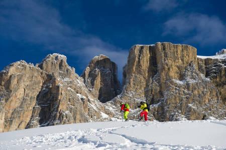 ALDELES STEINARTET: Fargen og gløden i Dolomittene, for ikke å snakke om fjellformasjonene, gjør området til en unik tumleplass for toppturfolket. Som skitur i et maleri. Foto: Hans Kristian Krogh Hanssen.