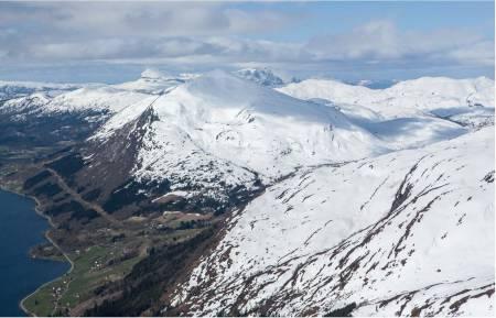Tindefjellet sett fra øst. Foto: Espen Schive. / Trygge toppturer.