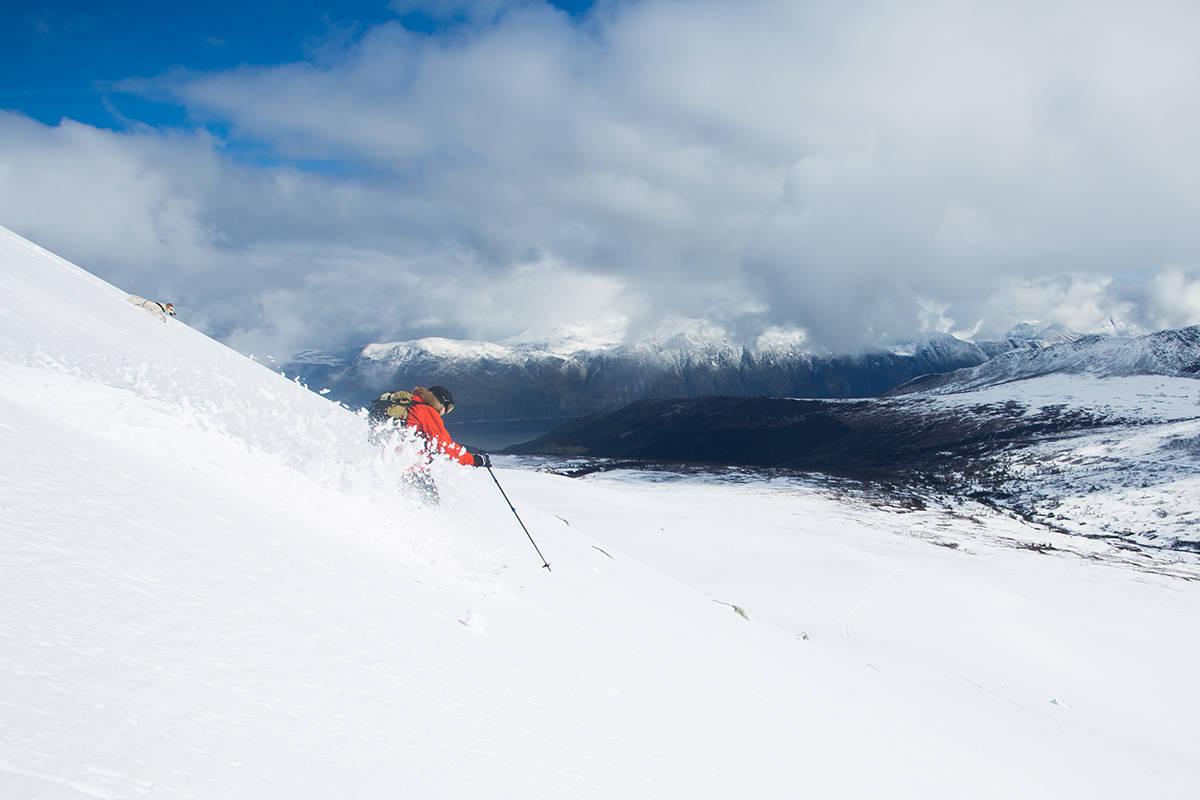 POPULÆR TID: Våren er en populær tid. Her får du 7 gode tips til hvordan du finner den gode snøen. Foto: Tore Meirik