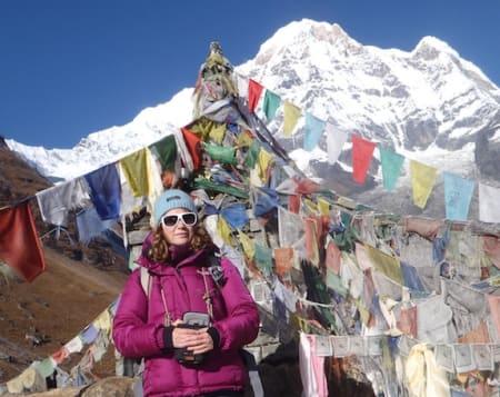 Gunhild Dahlberg - en blanding av Lars Monsen og Paris Hilton - på jobb for UTE i Himalaya.