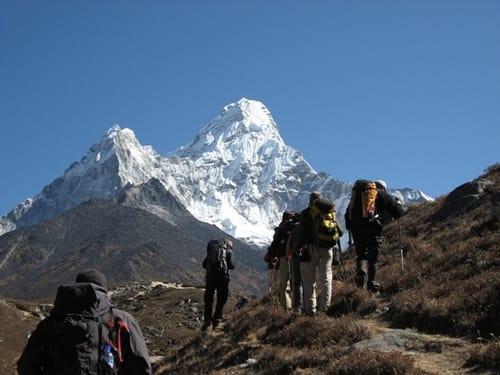 På vei mot Ama Dablam i Nepal. Foto: Haavard Gjerdset / Hvitserk