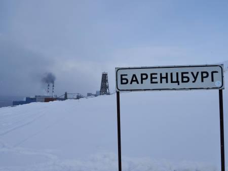 Skiltet inn til Barentsburg. Foto: Lisa Kvålshaugen Bjærum