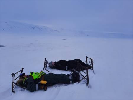 Gamle hundekjøringssleder som ingen har villet rydde opp i, og blitt et landemerke. Foto: Lisa Kvålshaugen Bjærum