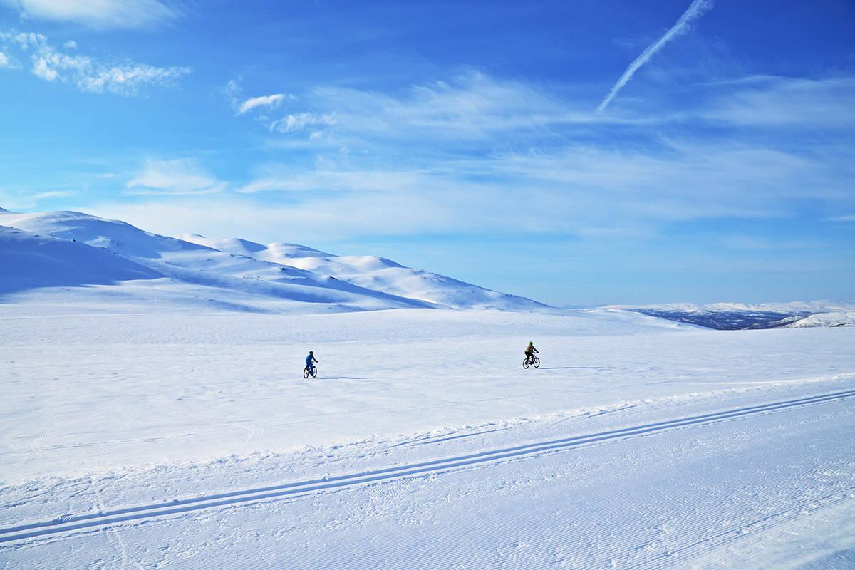 SKAREFØRE: Skal du ha gleden av snø som bærer, kan du ikke vente til langt på dag. Foto: Pia Sjögren