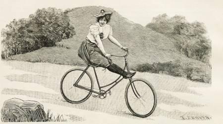 DAMESYKKEL: Upraktisk klesmote var ikke den eneste sosiale normen som var til hinder for kvinner som ville sykle. Bare det å bestige en sykkel kunne for kvinner være en kontroversiell handling.FOTO: Faksimile fra Norsk Idrætsblad