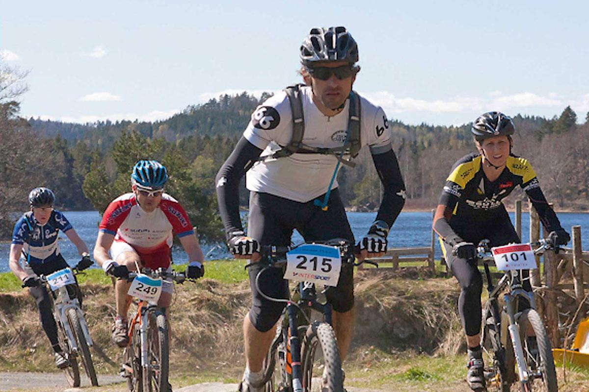 Sykkelveien rundt Vestre Grimevann er perfekt for sykkel som tåler grus. Årlig tar terrengsykkelrittet Å i heiane sitt utgangspunkt herfra og videre inn på mer tekniske stier. Foto: Pål Gundersen