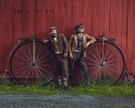 VELTEPETTER OG ALEKS: Er dette sommerens vakreste sykkeleventyr? Aleksander Gamme og Petter Nyquist sykler Trondheim-Oslo på velosiped. Foto: Aleksander Gamme @aleksandergamme