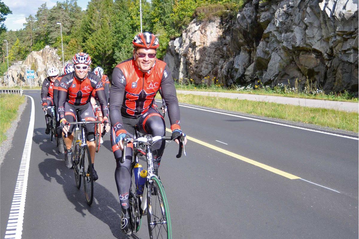 Stadig flere syklister benytter seg av at gamle E18 nå har færre biler og er en utmerket sykkeltrasé mellom Lillesand og Grimstad. Foto: Torolf Kroglund
