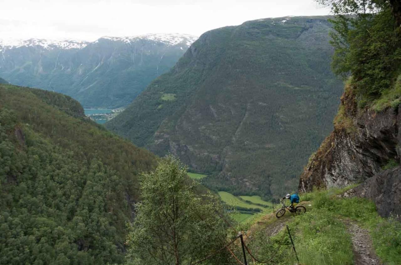 GAMLE KUNSTER: Norsk veibyggingskunst anno 1650. Holder fortsatt mål og gir etterlengtet flyt ned fra Fuglesteg. Alle foto: Erling Magnus Solheim