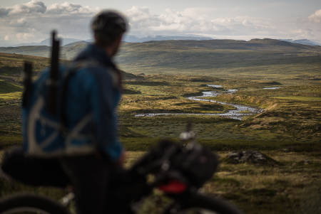 ALT DU TRENGER: Gleden ved å ha med seg det mest nødvendige og være fri til å dra hvor du vil. Foto: Mikkel Bølstad