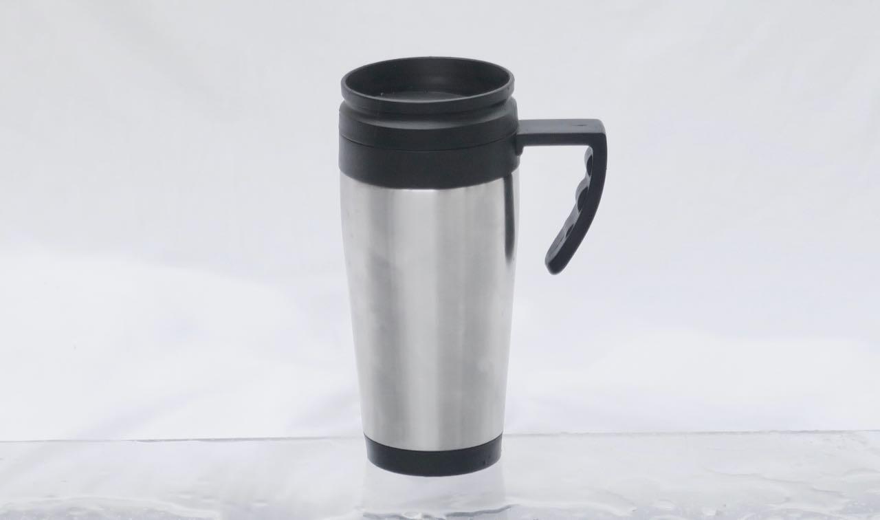 Ikke bra: Biltemas billigste kopp lekker og holder dårlig på varmen.