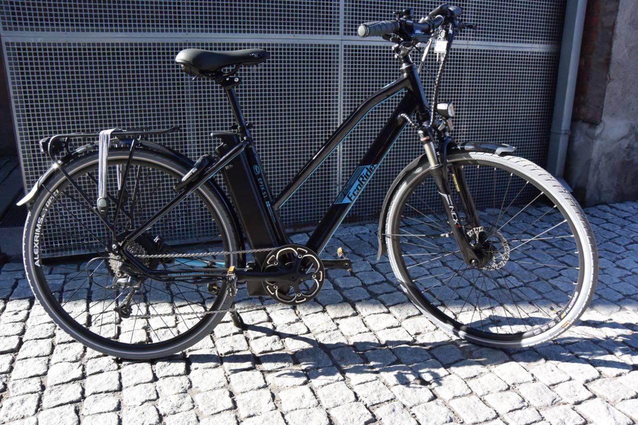 NOE BAKTUNG: Ecoride-sykkelen er komfortabel på veien, men litt klønete i bruk og baktung.