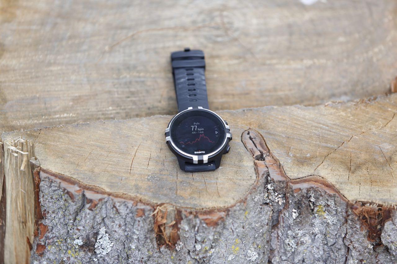 KRAFTIG: Suunto Spartan Sport har mange og avanserte funksjoner, men kommer klart til kort sammenlignet med Garmins tilsvarende klokker.