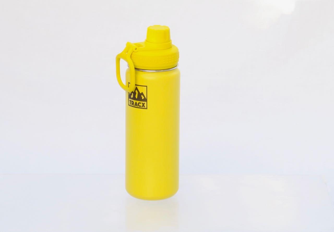 Super også til kald drikke: Takeya-koppen er en godt isolert termokopp med god drikketut og praktisk opphengsring.