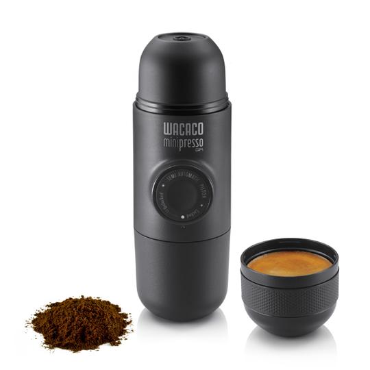 WACACO MINIPRESSO: Espresso er kaffe som brygges under trykk. Det gir en kraftigere og mer intens kaffeopplevelse. Foto: Produsent