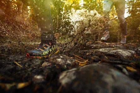 SØLE OG VANN: Vanntette terrengsko med høyt skaft er konstruert for å holde deg varmere og tørrere på beina i høst. Foto: Kristoffer H. Kippernes