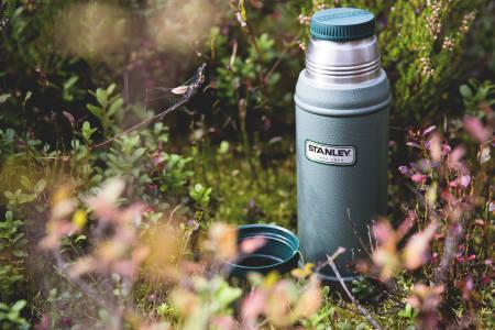 Varmt drikke hører med til høstens turer. Foto: Line Hårklau