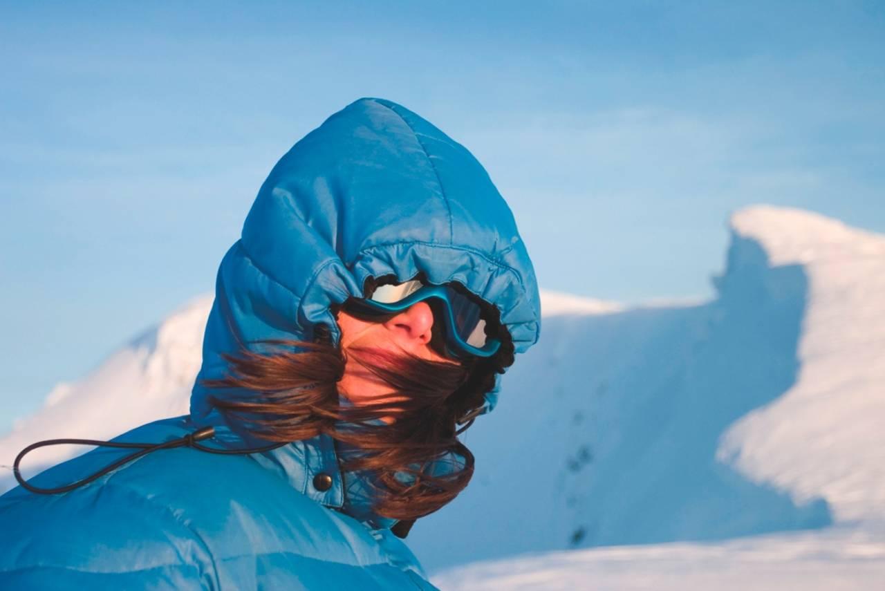 Slutt på frysingen: En teknisk varmejakke er gull å ha på tur. Foto: Håvard Lium