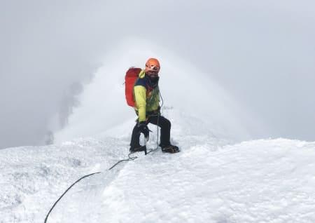 Testing av Arcteryx Alpha FL 30 på Mont Blanc. Her på vei ned normalveien, etter å ha klatre Comique-ruta opp. Foto: Karoline Lund Hagen