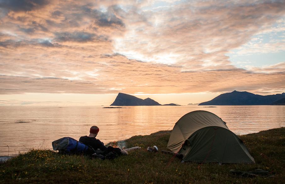 TEST AV TOMANNSTELT: Det er ikke alltid teltturen ser slik ut, noen ganger trenger du teltet til å beskytte deg mot vær og vind. Foto: Marte Stensland Jørgensen