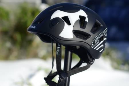 HJELM FOR TOPPTUR: Vi tester hjelmer både oppover og nedover, som her med Salomon MTN Lab. Foto: Erlend Sande