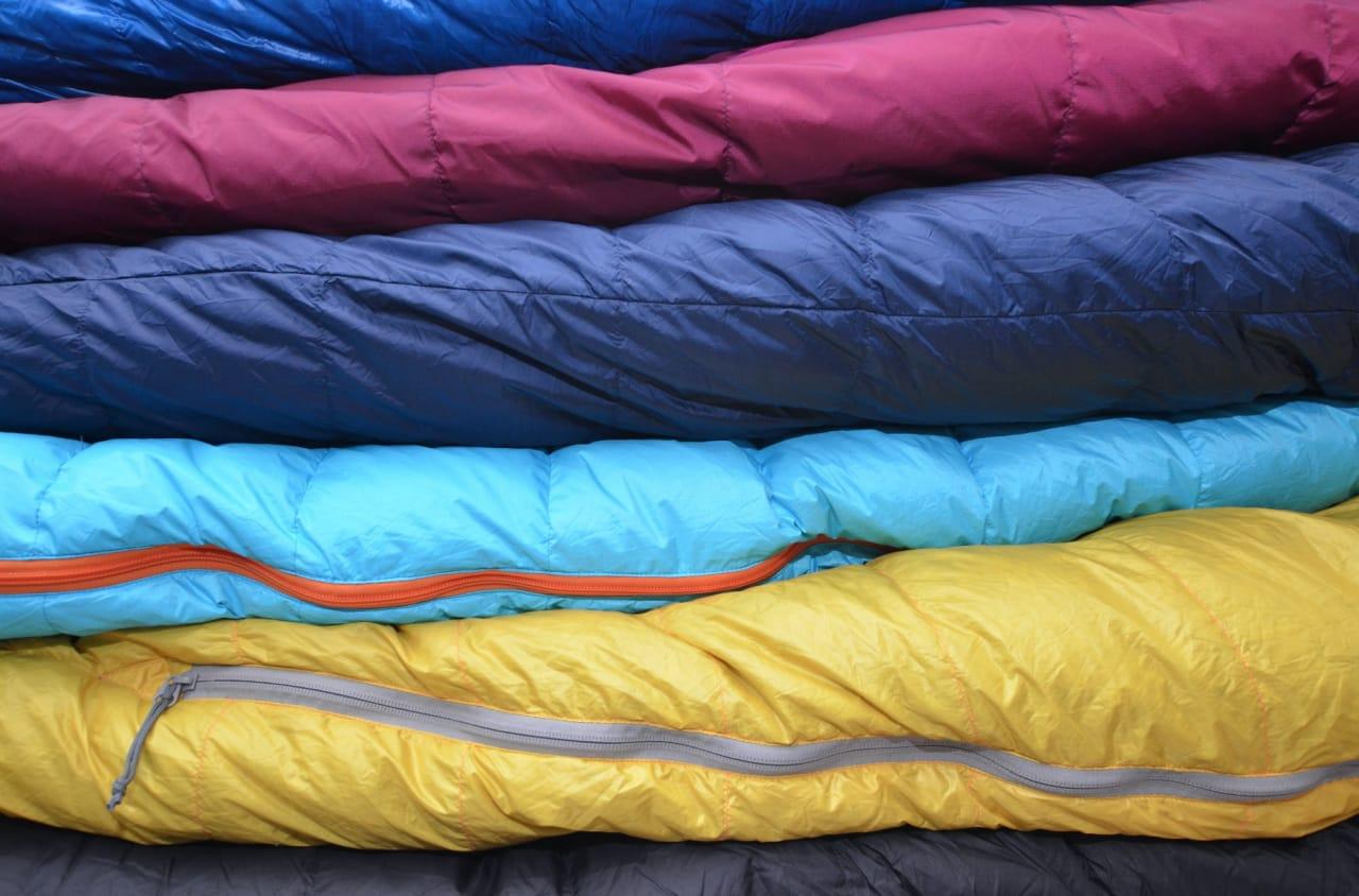 VALG AV VINTERSOVEPOSE: En god og varm sovepose er avgjørende for en god vintertur, og de finnes i mange varianter og for ulike temperaturer.