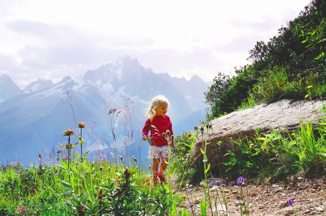 Chamonix er best kjent som utgangspunkt for bratte klatreturer og bestigninger av Mont Blanc. Men bak den barske fasaden skjuler det seg et eldorado for friluftsinteresserte familier. Foto: Eivind Eidslott