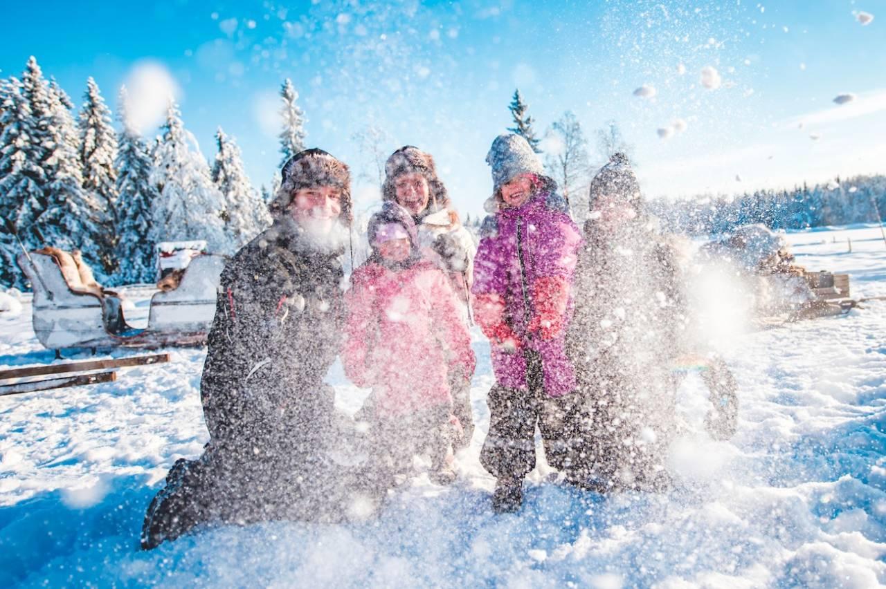 FAMILIEFERIE: Glade barn gir glade voksne. Snø er det nok av i Trysil. Foto: Hans-Martin Nysæther