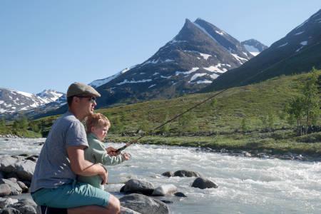 Fiske med barn fiskestang fisketur guide nybegynner fiske