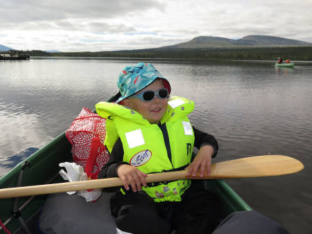 NYTER LIVET: Det er gøy å padle med egen åre. Foto: Else Marie Huuse-Røneid