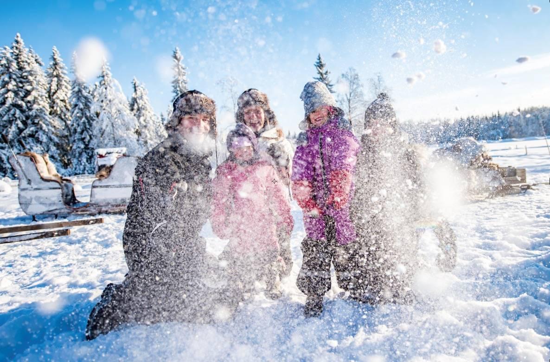 TRYSIL LEVERER: Glade barn gir glade foreldre.Trysil har snø nok til alle. FOTO: Hans Martin Nysæter