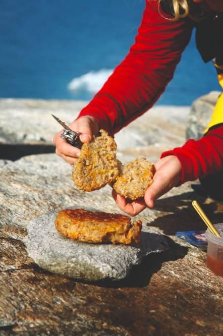 Mmm: Med ferskt plommesyltetøy eller brunost, vert dette eit festmåltid på tur. Foto: Sigrid Henjum
