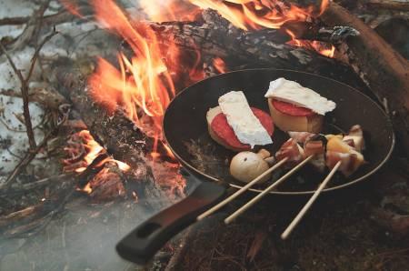 TUR-TAPAS: Tapas kan vere så mangt, og det blir ekstra godt på bålet. Foto: Sigrid Henjum