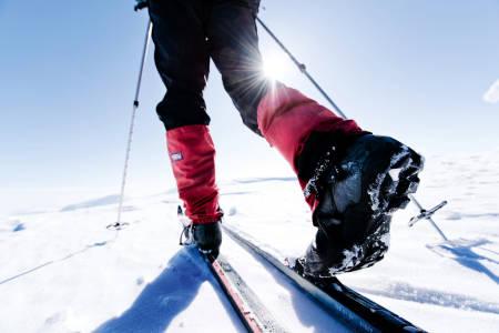 FJELLSKIBINDINGER: Når ski, binding og sko er på plass, er det mye som ligger til rette for fine fjellskiturer framover. Foto: Martin I. Dalen