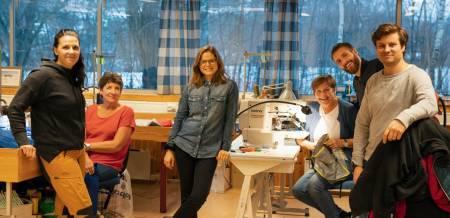 FERSK: Siri Sandvik er ny daglig leder i Helsport, her med kolleger ved hovedkvarteret på  Melhus. Foto: Petter Hermans