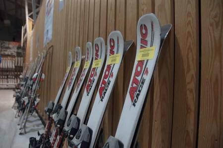 BRUKTSKI TIL BARN: For hver vinter er det noen som har vokst ut av skiutstyret fra i fjor. Vi har laget oversikt over høstens skimesser. Foto: Gunhild Aaslie Soldal