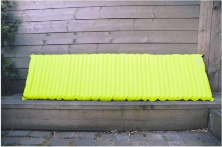 Oppblåsbare liggeunderlag for tur og friluftsliv