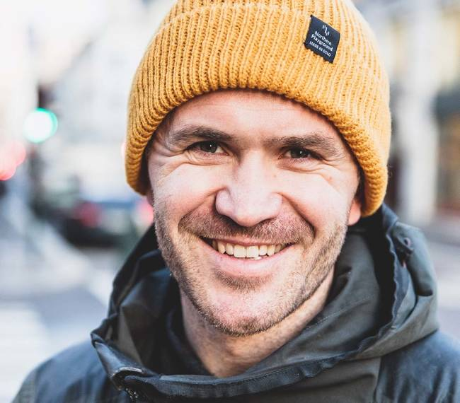 TURTØY: Jo Egil Tobiassen kommer tl å fortsette med å lage klær som gjør turlivet bedre. – Og å tørre å tenke annerledes. Foto: Line Hårklau