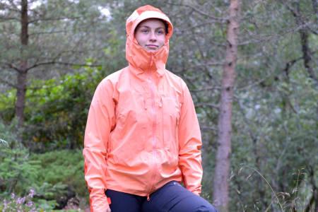 Test av Norrøna Trollveggen Pro Light regntøy – dame og herre