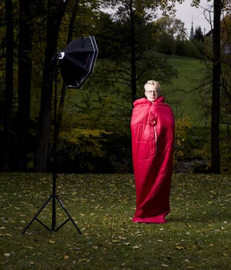GANMEL VENN: Det er ikke hver dag man får muligheten til å vise frem soveposen sin, sier en entusiastisk Nærum. Foto: Line Hårklau