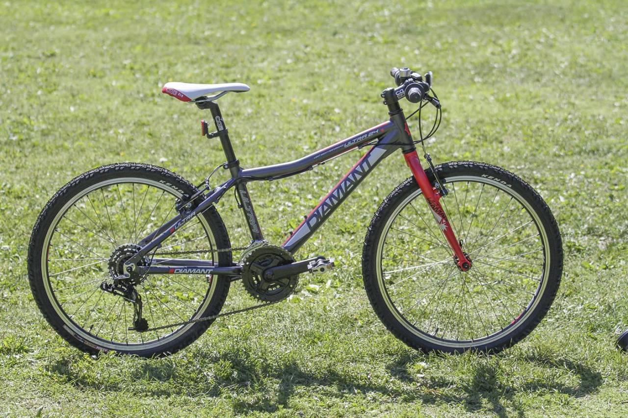 LETT: Diamant Ultra 24 er en lett sykkel som har sine sterkeste sider på grus og asfalt. Foto: Audun Holmøy Røhrt