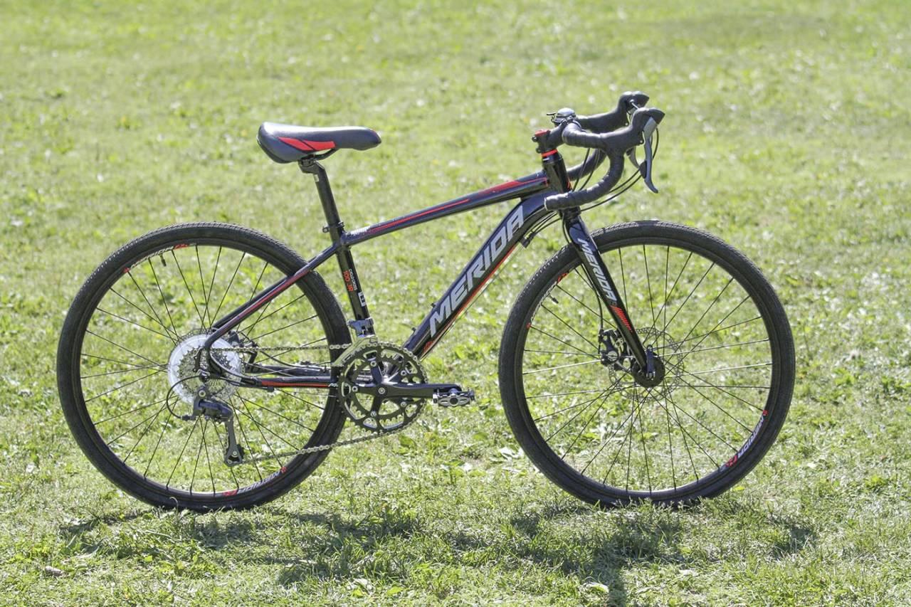 FOR DEN IVRIGE: Merida Cyclo Cross 100 jr er en sykkel for de ekstra sykkelinteresserte. Foto: Audun Holmøy Røhrt