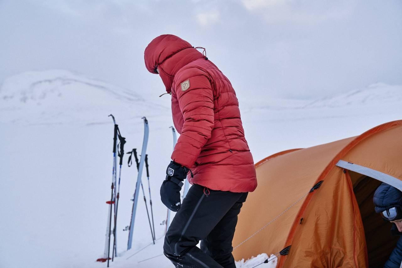 Fjällräven Keb Expedition Down er av de varmeste jakkene du kan ha under kalde teltturer.