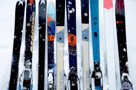 TEST AV XCD-SKI: Disse fjellskiene er bredere og har mer innsving enn tradisjonelle fjellski. Foto: Erlend Sande