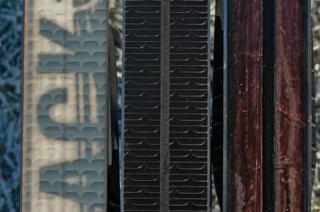 VALGMULIGHETER: Ulike mønstre i sålen er alternativer til klister. Foto: Pål-Trygve Gamme
